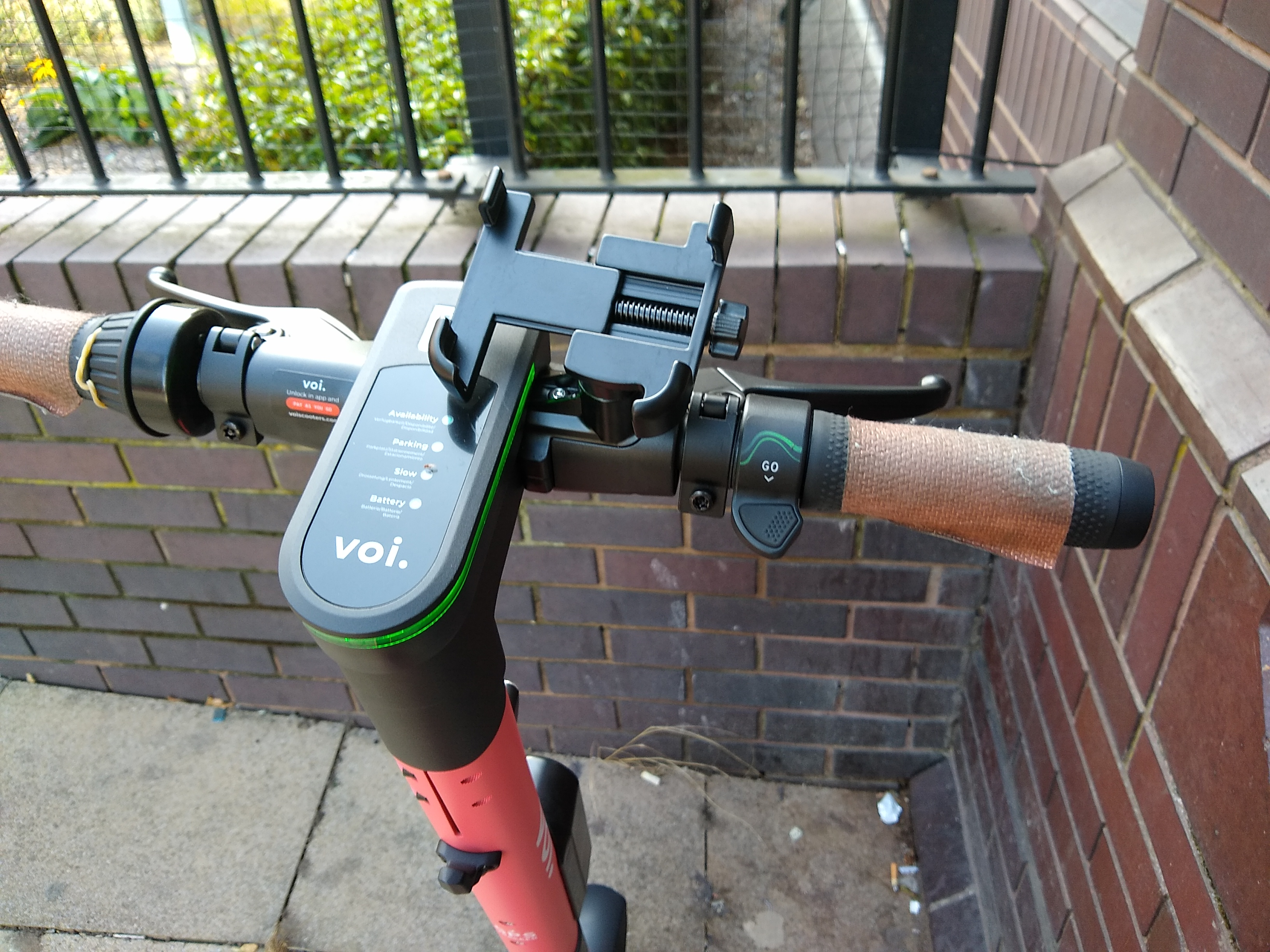 Voi scooter handlebars, showing the controls